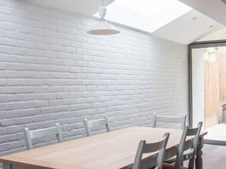 Phòng ăn theo Whitaker Studio,
