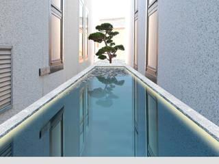 Giochi d'acqua Giardino moderno di Immagine Verde Moderno