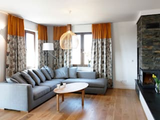 DOM NA KASZUBACH: styl , w kategorii Salon zaprojektowany przez GRUPA MALAGA
