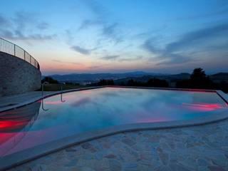 INDOOR OUTDOOR POOL: Hotel in stile  di STUDIO ARCHITETTURA SILVIA GIANNINI