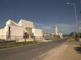 vista esterna, fronte principale:  in stile  di Studio Tecnico Associato 'IL LABORATORIO'