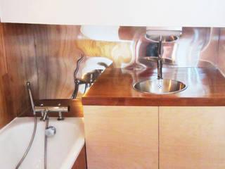 Eklektyczna łazienka od tina merkes architecte Eklektyczny