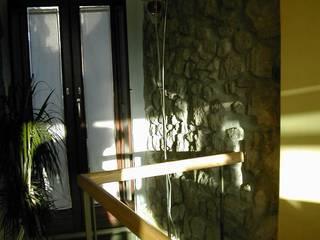 Casa antica in stile moderno Soggiorno moderno di Studio di Ingegneria e Progettazione Moderno