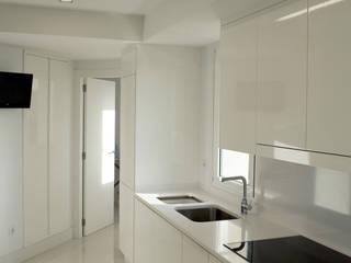 Cozinhas modernas por Intra Arquitectos Moderno