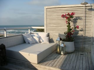 Balkon, Beranda & Teras Modern Oleh Mantovani e Rita Arquitetura Modern