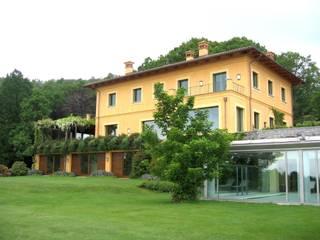 Sistemazione esterna di casa privata con piscina (coperta - scoperta) nord Piemonte Giardino moderno di Bozzalla Canaletto - Architettura del Giardino e del Paesaggio Moderno