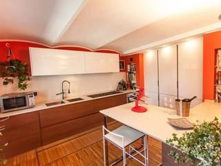 UAU un'architettura unica 現代廚房設計點子、靈感&圖片