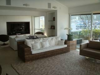 Ruang Keluarga Modern Oleh Mantovani e Rita Arquitetura Modern
