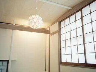 Dormitorios de estilo asiático de AIDAHO Inc. Asiático