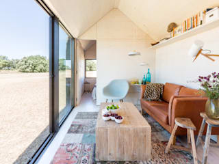 CASA TRANSPORTABLE  ÁPH80: Salones de estilo  de ÁBATON Arquitectura