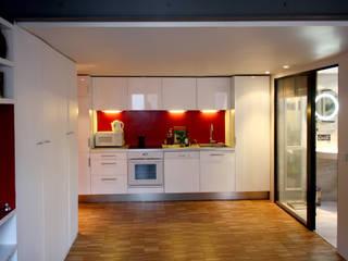 Appartement Paris 11 ème Rue de la Forge Royale: Cuisine de style  par tylt design