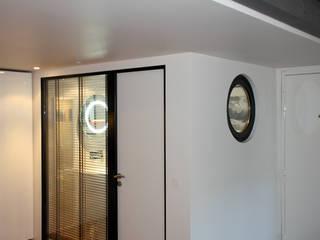 Appartement Paris 11 ème Rue de la Forge Royale: Salle de bains de style  par tylt design