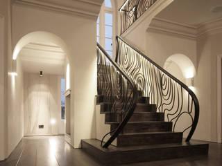 Hertfordshire Home Pasillos, vestíbulos y escaleras de estilo moderno de Alessandro Isola Ltd Moderno