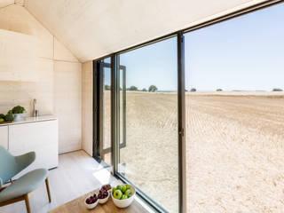 Ventanas de estilo  por ÁBATON Arquitectura