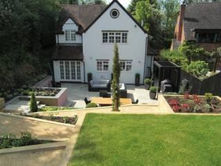 Sloping Garden Design, Gerrards Cross, Buckinghamshire Modern garden by Linsey Evans Garden Design Modern