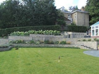 Large contemporary family garden design, Kenley, Surrey Linsey Evans Garden Design Taman Modern