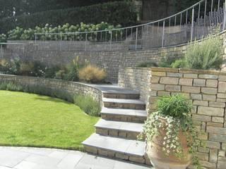 Large contemporary family garden design, Kenley, Surrey Modern garden by Linsey Evans Garden Design Modern