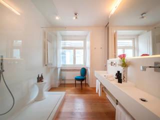 Contemporary bathroom Casas de banho modernas por Staging Factory Moderno