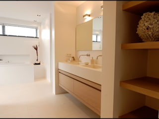 Designed By David Modern bathroom