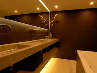 Modern bathroom by Designed By David Modern