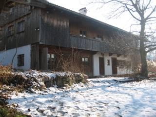 Wohnhaus am Ölbergring / Energetische Sanierung im Mangfalltal:   von architekturbuero-utegoeschel.de