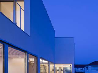 Balcones y terrazas modernos de AIDAHO Inc. Moderno