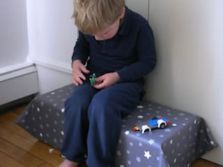 Pouf chaise banc pour enfants:  de style  par STRAPONTIN