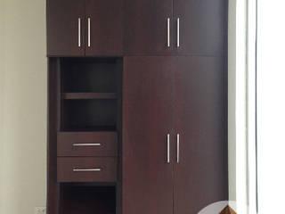 Clóset sencillo en laminado Wengué.: Vestidores y closets de estilo minimalista por La Fustería - Carpinteros
