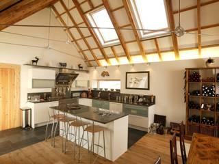 Midport Steading, Grantown-on-Spey, Scotland Modern kitchen by HRI Architects Ltd, Inverness, Scotland Modern