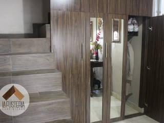 Modern Corridor, Hallway and Staircase by La Fustería - Carpinteros Modern