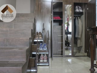 Pasillos, vestíbulos y escaleras de estilo moderno de La Fustería - Carpinteros Moderno