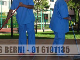 Limpiezas Berni - Servicios integrales Pasillos, vestíbulos y escaleras de estilo moderno de Limpiezas Berni Moderno