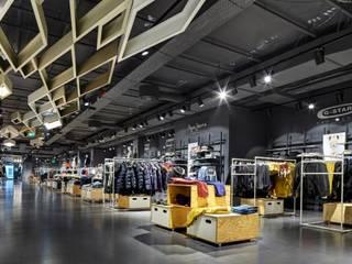 K Town Store in Köln Moderne Geschäftsräume & Stores von Jazzunique GmbH Modern