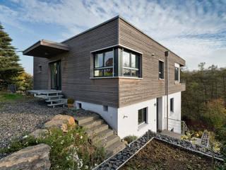 Sanierung Einfamilienhaus am Hang Moderne Häuser von Natürlich Architektur Modern