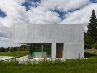 Doppelvilla am Jurasüdfuss Minimalistische Häuser von ern+ heinzl Architekten Minimalistisch