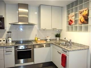 Modern kitchen by Feng Shui Cristina Jové Modern