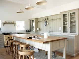 The Warwickshire Barn Shaker Kitchen by deVOL deVOL Kitchens Country style kitchen
