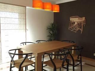 Apartamento c/ 1 quarto - Queijas, Oeiras: Salas de jantar  por Traço Magenta - Design de Interiores