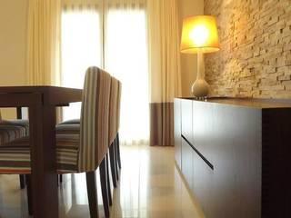 Moradia - Vale de Lobos, Sintra: Salas de jantar  por Traço Magenta - Design de Interiores