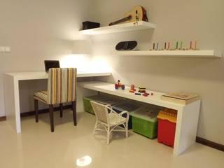Traço Magenta - Design de Interiores: modern tarz Oturma Odası