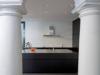 Haus Alpenblick: moderne Küche von Alberati Architekten AG