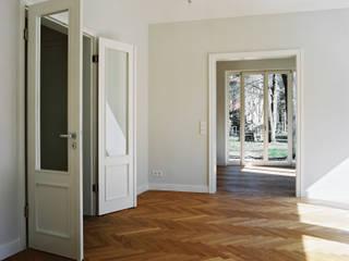 Haus am Pfingstberg Klassische Esszimmer von Eingartner Khorrami Architekten BDA Klassisch