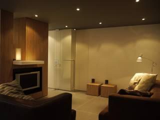 Leonardus interieurarchitect Salones de estilo moderno