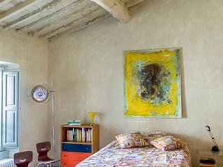 INTERIOR: Camera da letto in stile  di Studio Daido