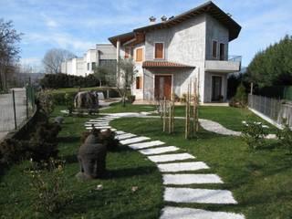 Giardino Casa B : Giardino in stile  di Giuseppe Maria Padoan bioarchitetto - casarmonia progetti e servizi