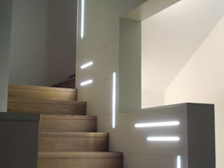 Casa Zara Ingresso, Corridoio & Scale in stile moderno di Studio di architettura_Claudio Dorigo architetto Moderno