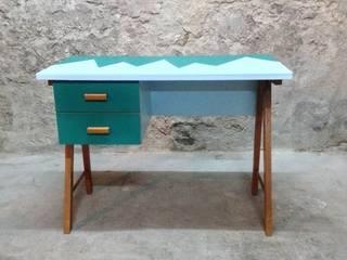 Bureau des années 50 (de face):  de style  par Atelier Angus