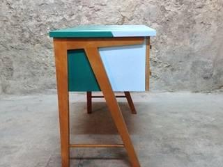 Bureau des années 50 (de côté):  de style  par Atelier Angus