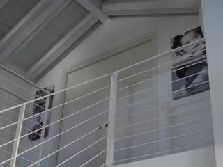 Corridor & hallway by Studio di architettura_Claudio Dorigo architetto,