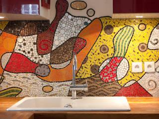 Fresque en mosaïque: Cuisine de style  par atelier lilikpó